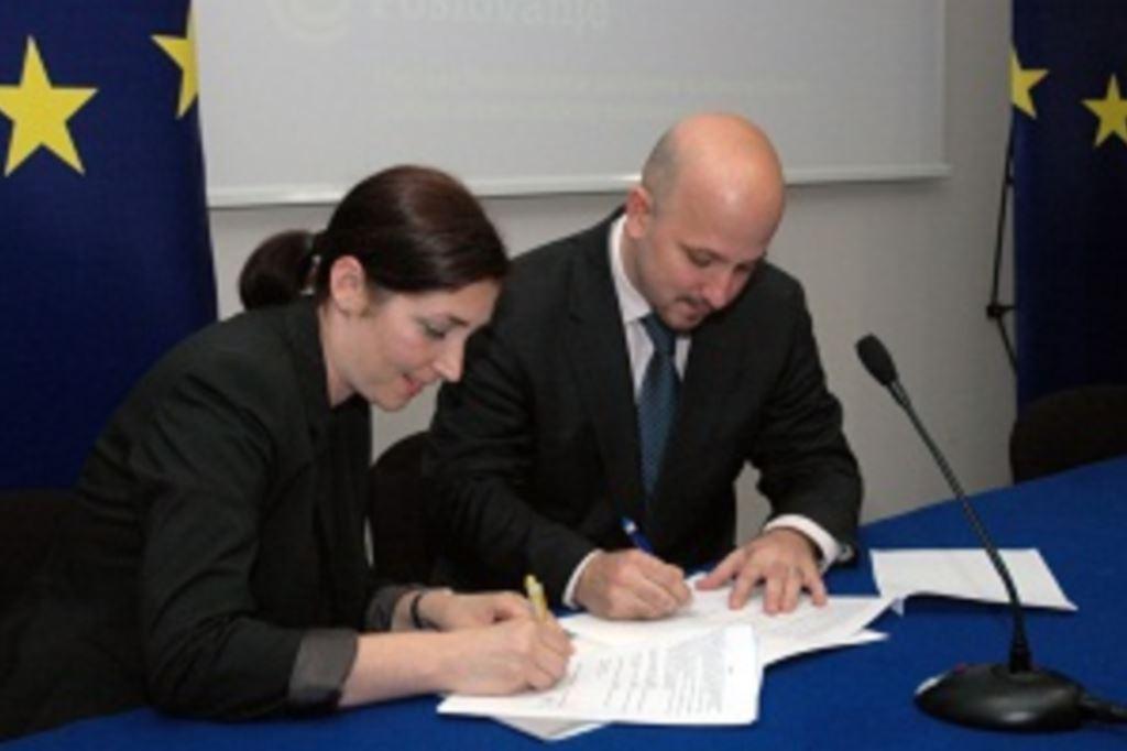 """Potpisan ugovor za  provedbu projekta  """"Poboljšanje poslovne konkurentnosti putem elektroničkog poslovanja"""""""